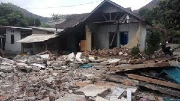 the damage due to the earthquake in Lombok