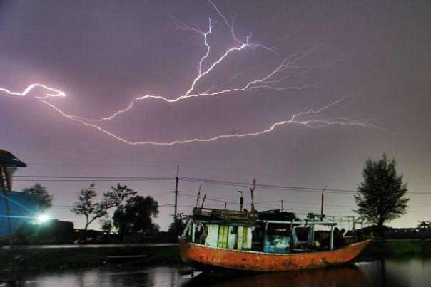 Hujan Deras, Angin Kencang Disertai Petir Diprediksi Terjadi di Pekanbaru, Kampar dan Dumai Malam Ini
